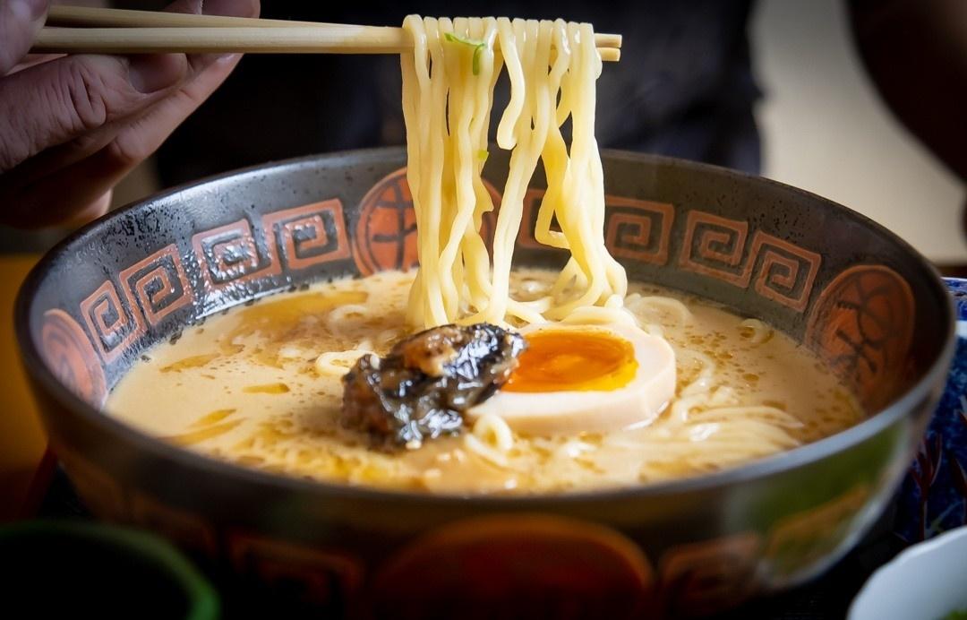 """食在东京:100%珍稀青鳗鱼熬煮的鳗鱼拉面!老店""""八兵卫""""人气大揭秘"""