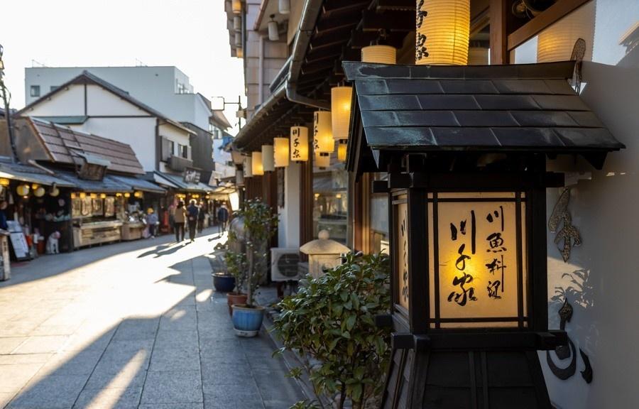 """食在东京:三种吃法、四次满足!到拥有250年历史的鳗鱼饭老店""""川千家""""感受元祖鱼料理"""